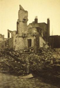 zerstörtes Gebäude in Utbremen, August 1944