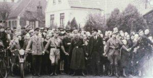 Absperrung vor dem Niederbrennen der Aumunder Synagoge