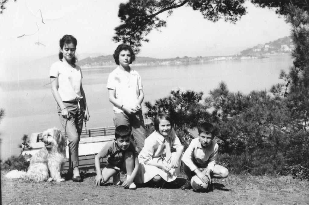 Familie auf Heybelida vor Istanbul