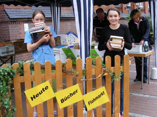 Bücherflohmarkt im Sommer