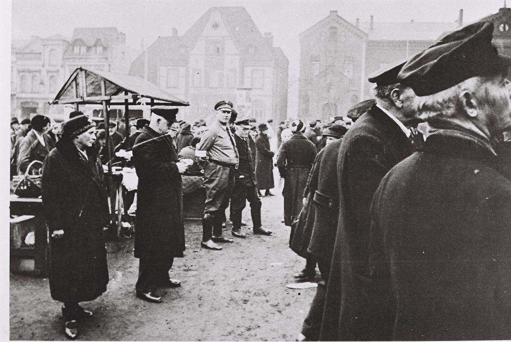 Übertragung einer Hitlerrede, Spielplatz Nordstraße