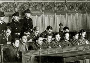 Angeklagten im Gerichtssaal